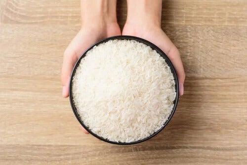 Como combater a umidade e o mau odor dos armários com arroz