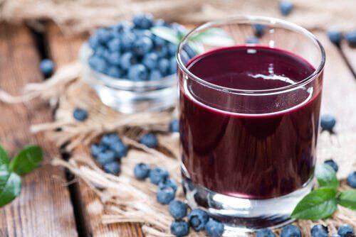Suco de mirtilo  ajuda a desintoxicar o corpo