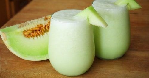 Suco de melão, espinafre e uva para a fadiga muscular