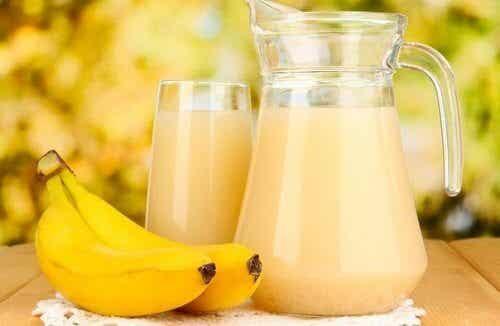 Suco de banana e batata para tratar as úlceras do estômago