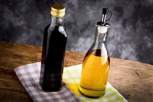 Azeite e vinagre para tratar uhas frágeis