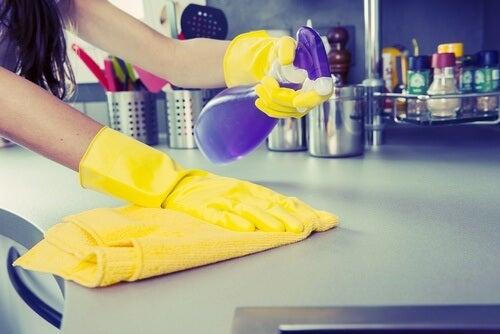 Desinfetante-de-superficies-com-casca-do-limão