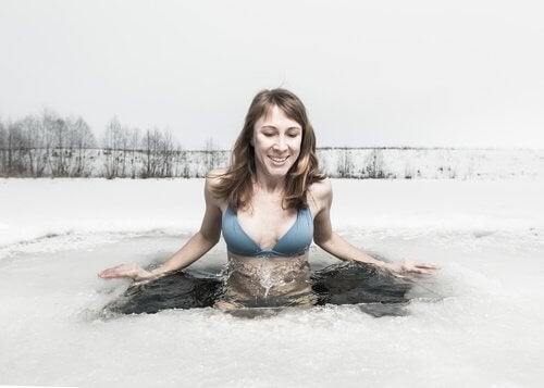 Mergulhar o corpo em água fria