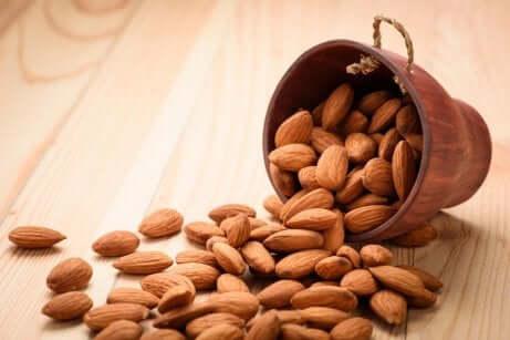 Amêndoa ou outros frutos secos podem causar danos às crianças