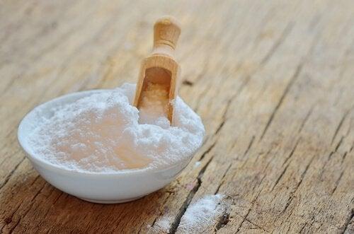 Bicarbonato para evitar os maus odores nos armários