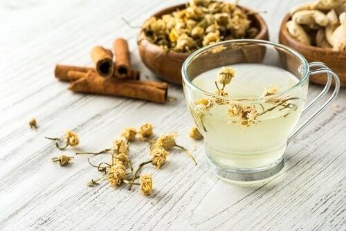 Remédio de camomila e canela para reduzir os níveis de açúcar no organismo