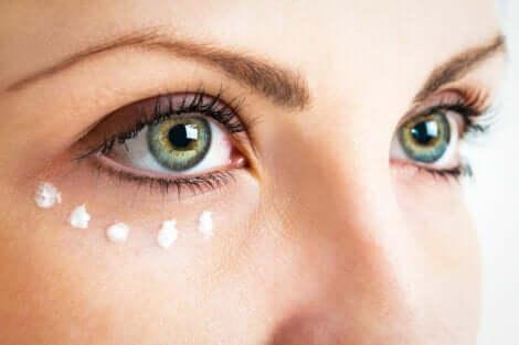 Creme antirrugas para o contorno dos olhos