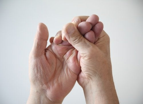 Apertando mãos dormentes