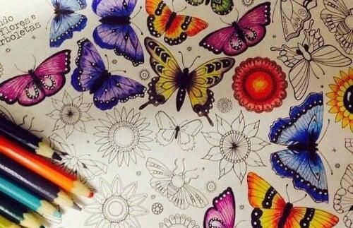 Livros para colorir são poderosos aliados para reduzir o estresse