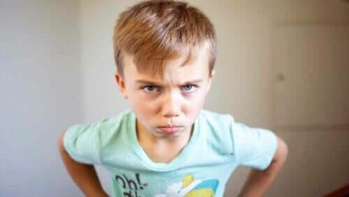 Por trás de toda criança difícil há uma emoção que ela não sabe expressar