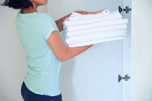 7 truques fáceis para branquear as roupas