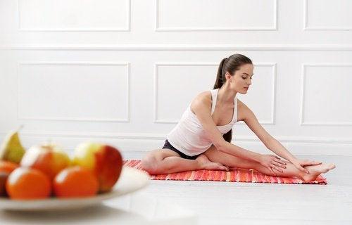 mulher_praticando_ioga