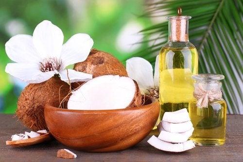 Óleo de coco para limpar o rosto