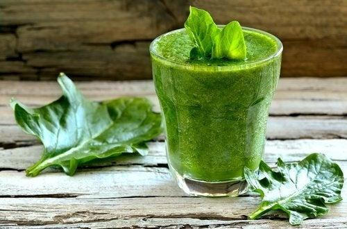 Sucos com espinafre para perder peso