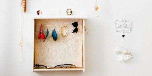 Trabalho manual com caixas para organizar coisas