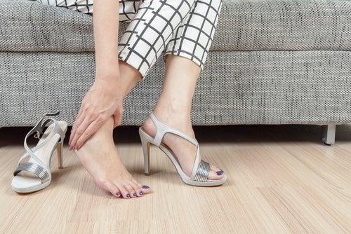 Usar determinados sapatos para evita esporões