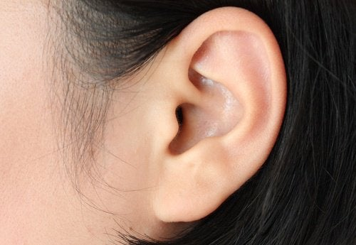 O vinagre de maçã controla a infecção de ouvido