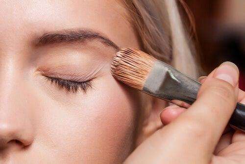 Use-uma-pré-base-de-maquiagem-500x334