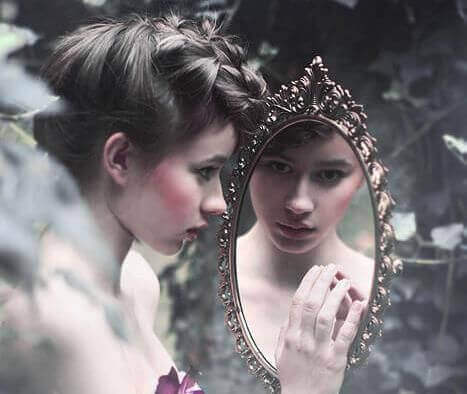 Menina lidando com a baixa autoestima