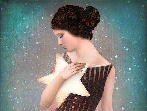 mulher-com-estrela-nos-braços