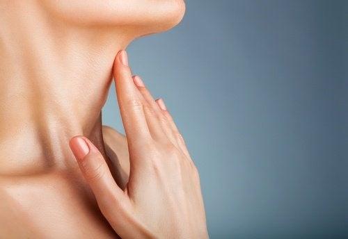 pescoço-mulher-500x344