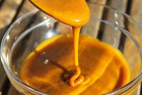Antibiótico natural com açafrão e mel