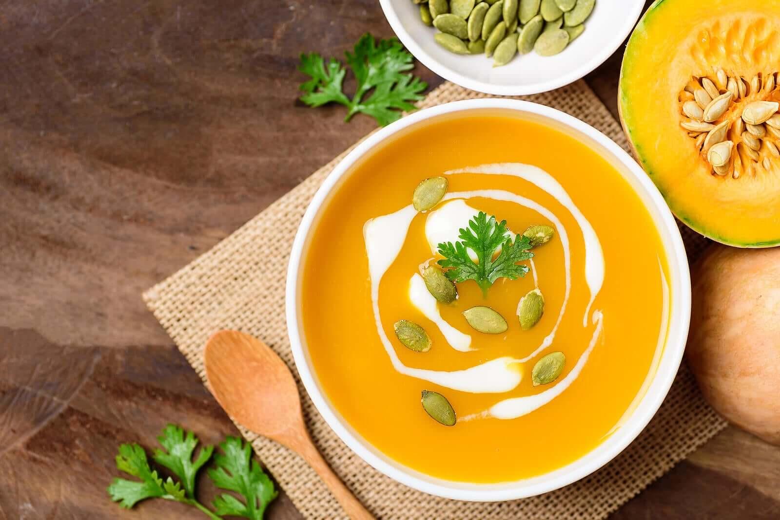 Como fazer uma sopa de abóbora e gengibre?