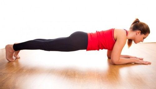 5 benefícios de fazer plank todos os dias