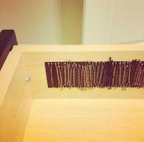 Tiras magnéticas para os grampos no banheiro