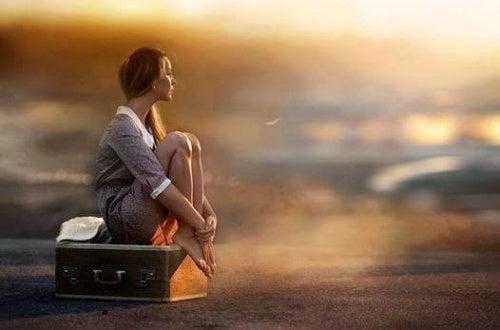 Mulher esperando a felicidade