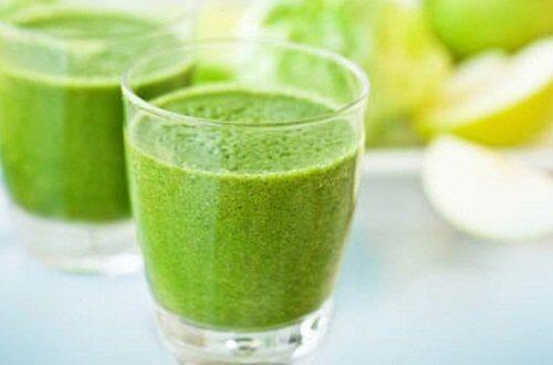 Sucos verdes para o café da manhã