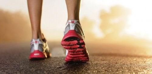 Tênis para fazer exercícios físicos