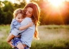 Mãe com seu filho homem