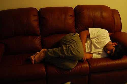 Sintomas, causas e remédios para a gastrite