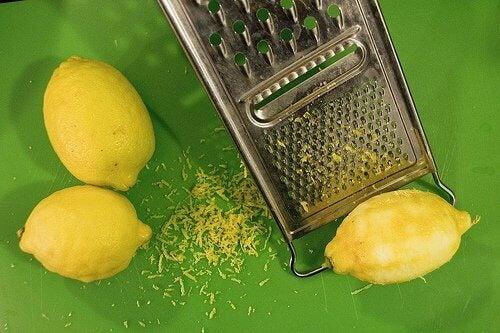 Casca de limão ralada