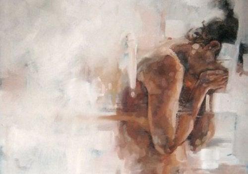 Mulher chorando porque sofre de vitimismo