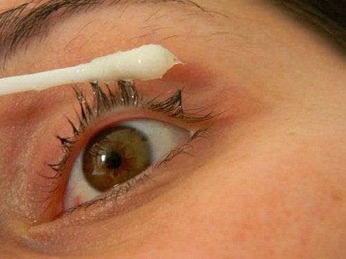 Quer aumentar o tamanho dos cílios? Experimente este tratamento natural
