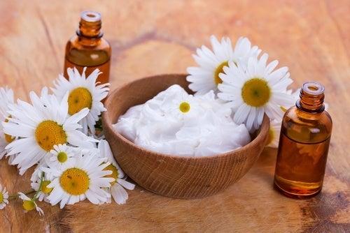 Creme natural de iogurte e amêndoas para clarear a pele do rosto