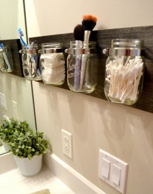 Organizador para mais espaço no banheiro