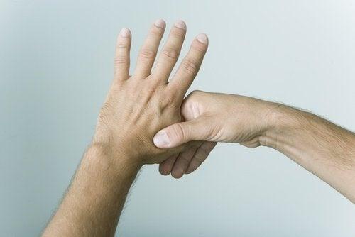 pressao-dedos-estresse