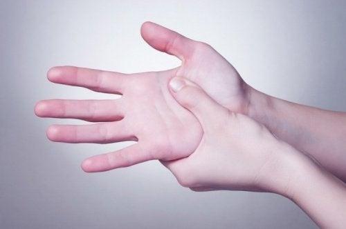 Terapia nas mãos para reenergizar o corpo