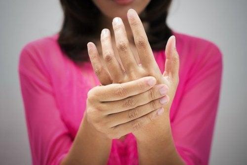 Terapia japonesa nas mãos para reenergizar o corpo
