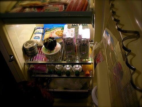 Remédios caseiros para eliminar os maus odores da geladeira