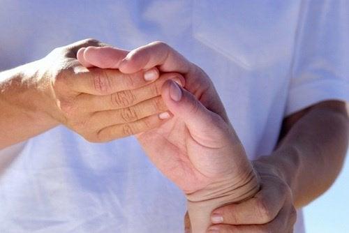 Óleo de rícino para aliviar a artrite