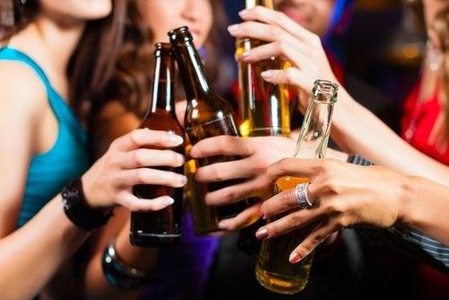 Álcool causa enxaqueca
