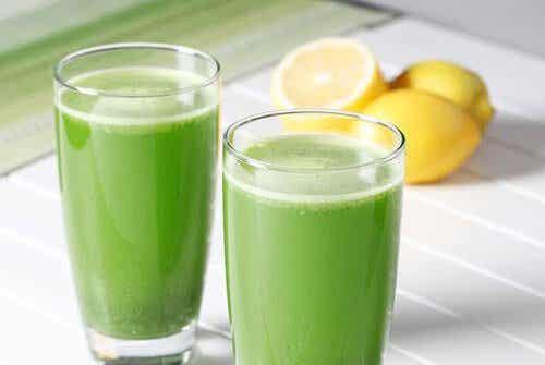 Remédio com salsa e limão contra a retenção de líquidos