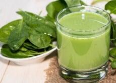Benefícios dos sucos verdes desintoxicantes