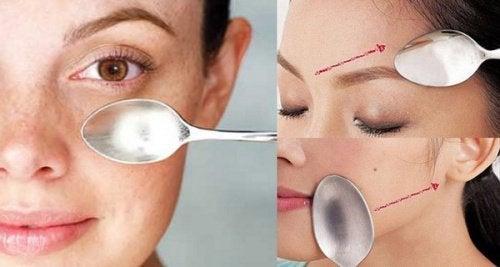 Você conhece a massagem facial feita com uma colher? Descubra seus efeitos incríveis!