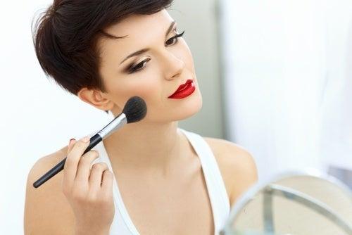 Mulher que não compartilha sua maquiagem