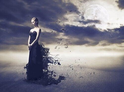 Mulher-vestida-de-preto